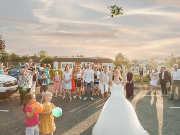 bouquet de la mariée, lancé du bouquet, photographe de mariage, mariage, photographe professionnel