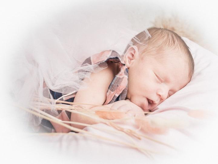 photo de naissance, photo de nouveau-né, newborn, photographe naissance, photographe nouveau-né, studio photo, wrapping, emmaillotement, studio professionnel, spécialiste photo de bébé, bébé